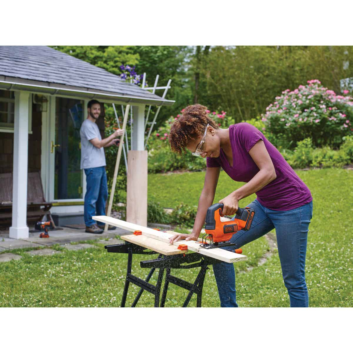 Black & Decker 20 Volt MAX Lithium-Ion 1.5 Ah Cordless Jig Saw Kit Image 3