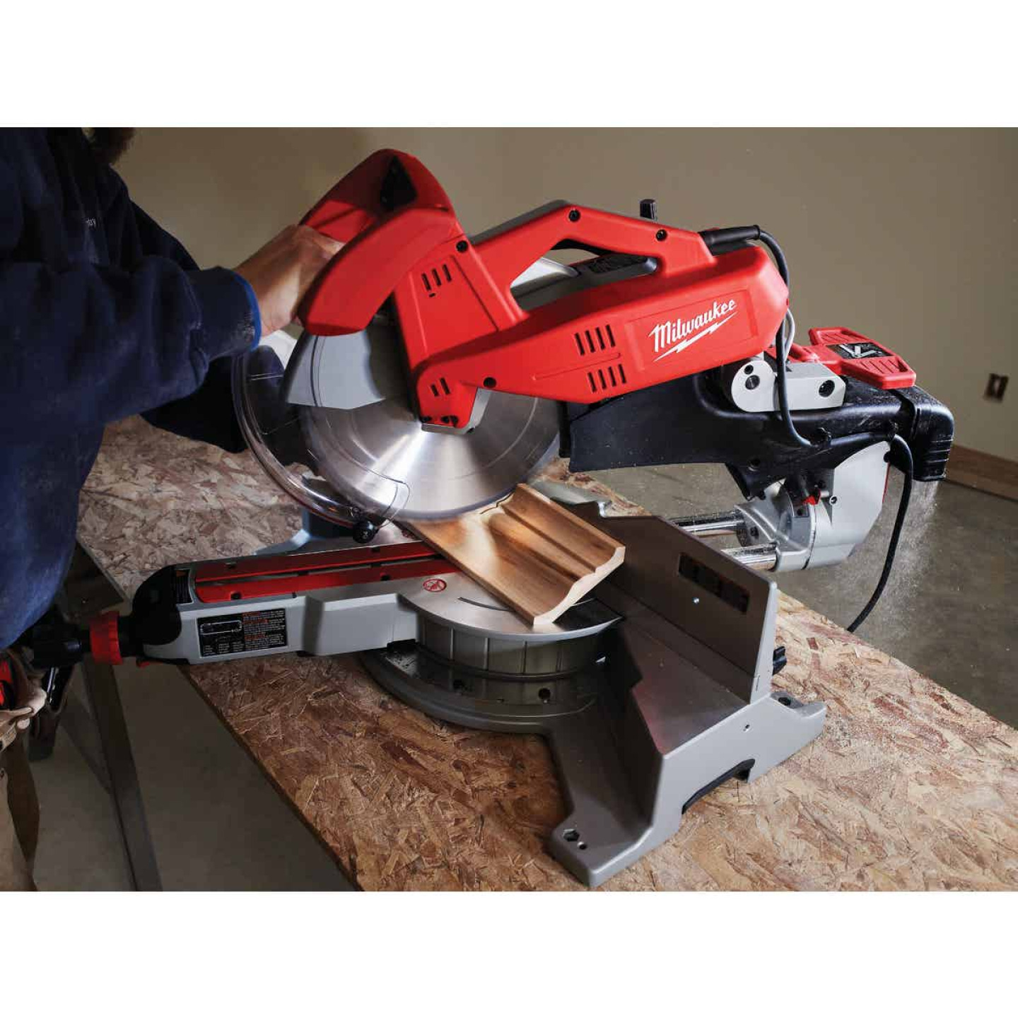 Milwaukee 12 In. 15-Amp Dual-Bevel Sliding Compound Miter Saw Image 3